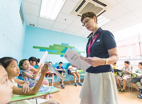 中心还配备了持有TEFL证书或TKT证书的外籍英语培训师